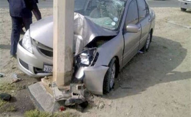 فيلم رعب على طريقة أفلام الأكشن بعد انحراف سيارة حطمت عمود كهرباء و خلفت إصابة 3 نساء و طفل بوهران