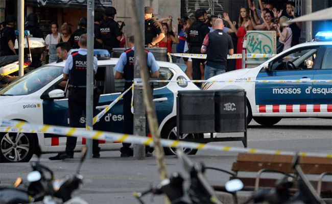 الرعايا الجزائريين الثلاثة الذين أصيبوا في اعتداء  برشلونة غادروا المستشفى