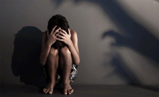 فضيحة : مجرم يعتدي جنسيا على الأطفال بالعنف و يلتقط لهم صورا و مقاطع فيديو بتلمسان !