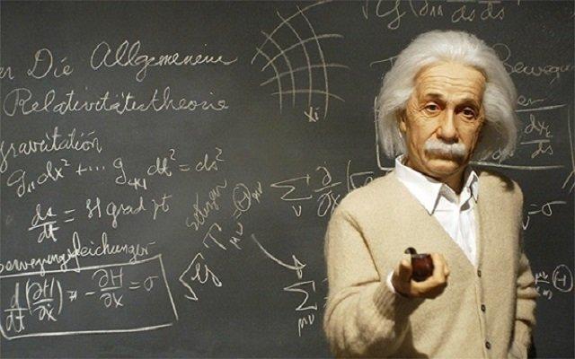 معادلة أينشتاين للحياة السعيدة بيعت مقابل 1.3 مليون دولار
