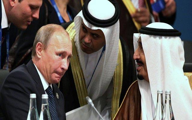 عدم استقبال بوتين للملك سلمان في المطار يثير استياء الشارع العام السعودي