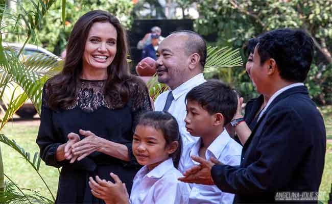 فيلم أنجلينا جولي يمثل كمبوديا في جوائز الأوسكار لفئة