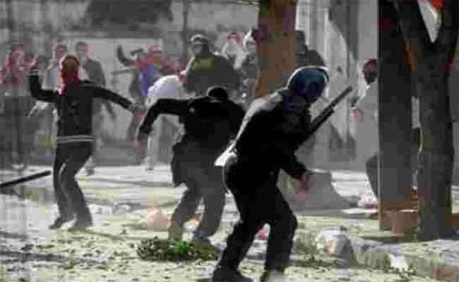 اشتباكات بين متظاهرين بأم البواقي تخلف مقتل شاب و إصابة أزيد من 15 شخصا بين المتظاهرين و رجال الشرطة