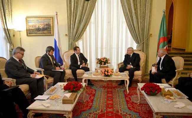 بن صالح و بوحجة يجريان محادثات مع  رئيس الوزراء الروسي ميدفيديف