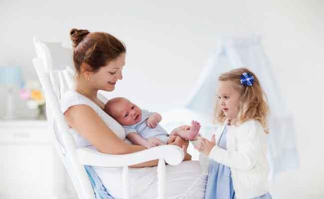 بعد ولادة الطفل الثاني... كيف سيتأثر الابن البكر؟
