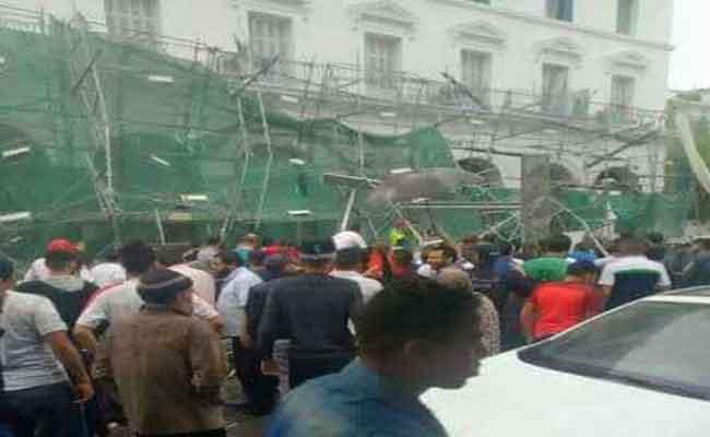 سقوط سقالة تستعمل في ترميم و إعادة تهيئة إحدى العمارات بساحة الشهداء بولاية العاصمة