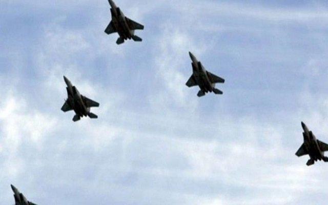 الطيران الحربي الإسرائيلي يحلق على مستويات منخفضة بمدينة غزة