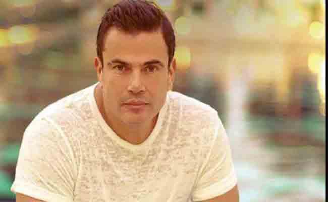 دينا الشربيني وياسمين رئيس و شيرين رضا يقفن أمام عمرو دياب في فيلمه