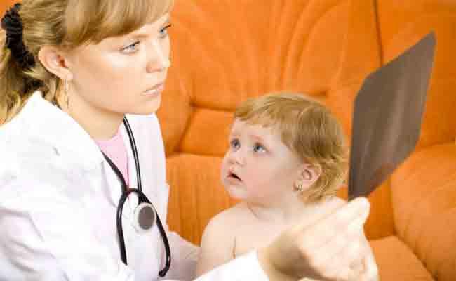 هل يعاني طفلكِ من آلام الارجل وقت النوم؟ لا تفوتي هذا المقال
