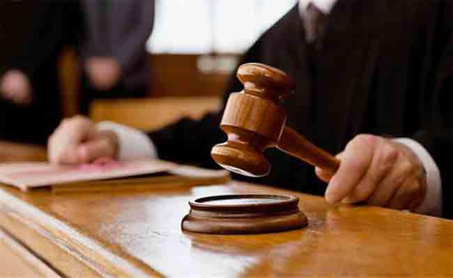 الحكم بثلاث سنوات سجنا نافذة على أب حاول رمي ابنه صاحب الـ7 سنوات من الطابق الرابع لعمارة بمعسكر