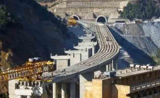 انهيار البناء المعدني في ورشة جسر الحمدانية بالمدية يخلف إصابة ستة عمال