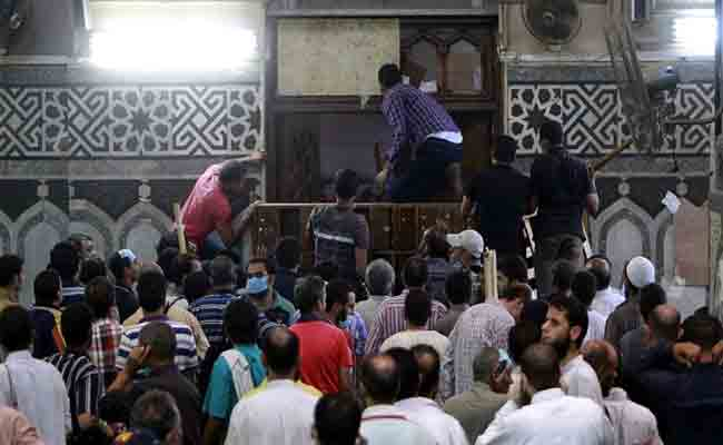 محكمة الجنح بسطيف تحكم بعقوبة 6 أشهر حبسا في حق 5 مصلين منعوا إمام مسجد بسطيف من إقامة الصلاة