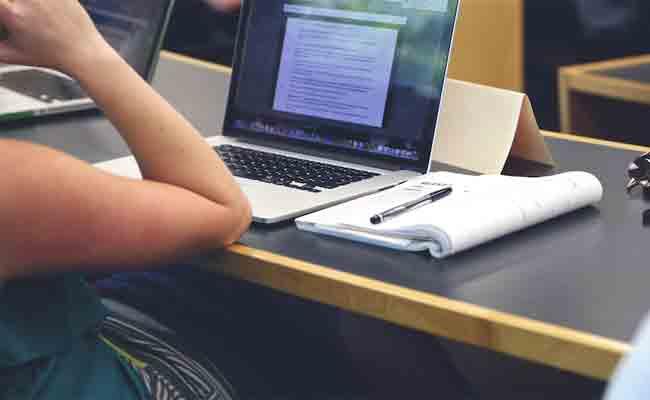 دراسة جديدة تثبت أن تدوين المعلومات يدويا أفضل من تدوينها باستعمال جهاز إلكتروني