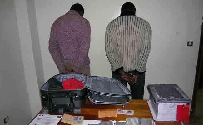 توقيف رعيتين أجنبيتين مختصين في تزوير العملة الوطنية بالعاصمة