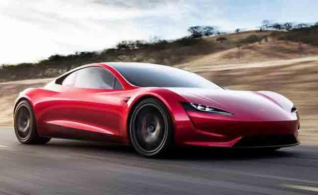 تيسلا تكشف عن سيارة كهربائية رياضية جديدة تصل سرعتها إلى 400 كم في الساعة