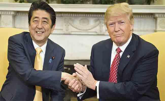 ترامب يزور اليابان ويأكل البرغر على السوشي