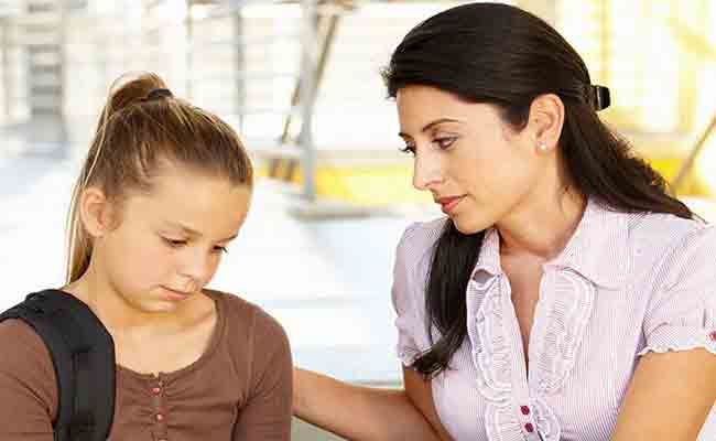 بالحوار تعززين ثقة ابنك المراهق بنفسه!