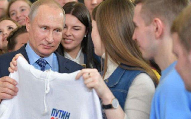 للترويج لحملته الإنتخابية بوتين يستعين بممثلات إباحيات