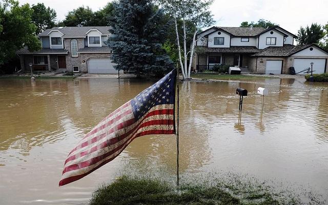 الفيضانات في أمريكا تتسبب بمقتل امرأة