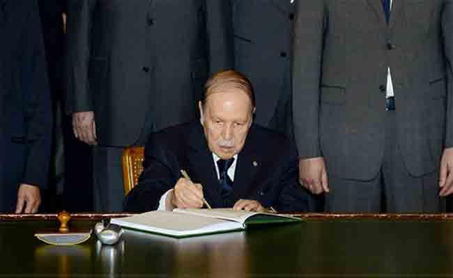 توقيع رئيس الجمهورية على خمسة مراسيم رئاسية