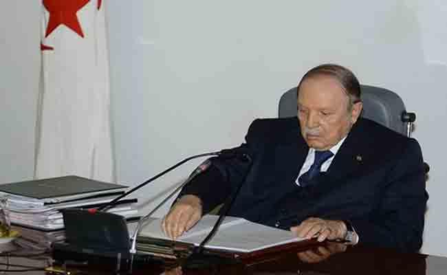 توقيع رئيس الجمهورية على سبعة مراسيم رئاسية