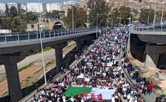 الأطباء المقيمون ينظمون مسيرة وطنية