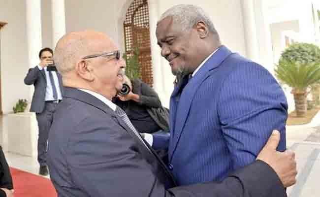 رئيس مفوضية الاتحاد الإفريقي يحل بالجزائر في زيارة رسمية تدوم ثلاثة أيام