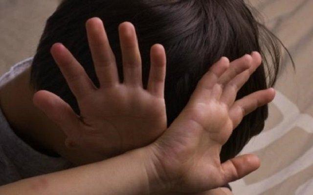 6 عمال آسيويون يغتصبون طفلا مصريا