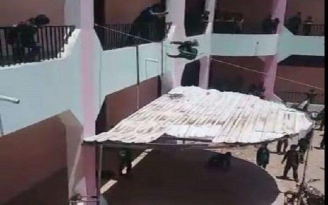 مدير يعاقب الطلاب برميهم من الطابق الثاني