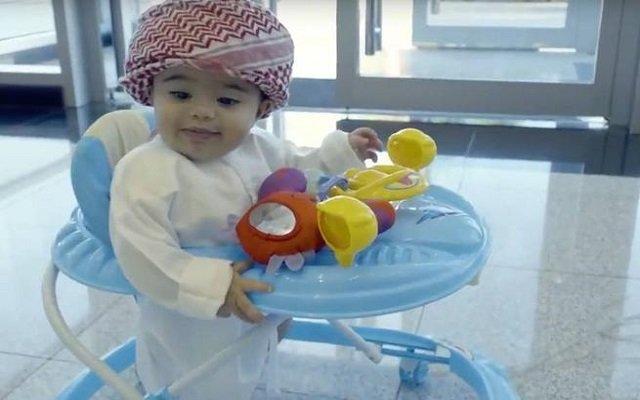 أصغر موظف بالعالم يبلغ من العمر 8 أشهر!!!