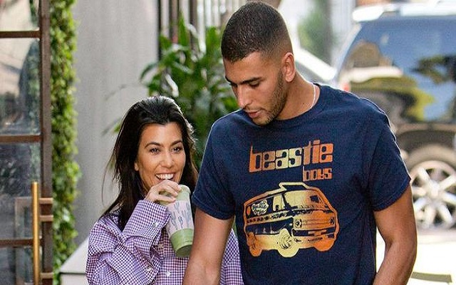 كارداشيان ترتبط بعارض أزياء جزائري لتُثير غيرة زوجها السّابق
