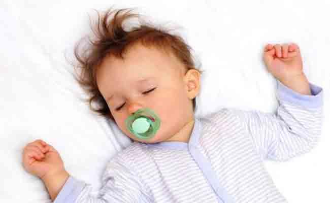 3 خرافات عن نوم طفلك الرضيع لا تصدقيها!