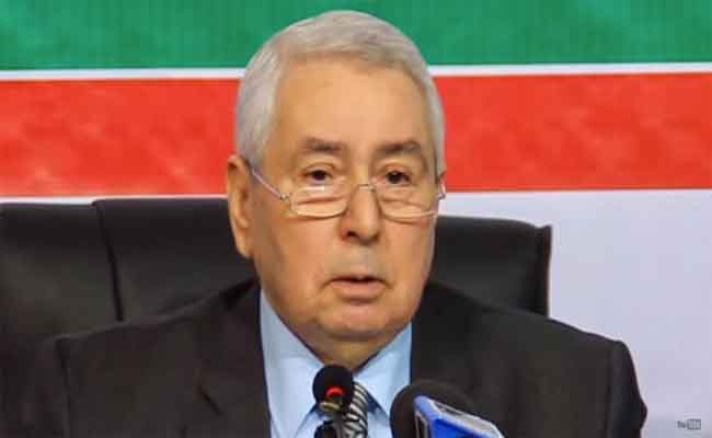 بن صالح يعرب عن شكره للقادة العرب على تعازيهم ومواساتهم للجزائر في سقوط الطائرة العسكرية ببوفاريك