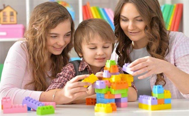 5 العاب لتنمية ذكاء طفلكِ... شجعيه عليها دائماً!