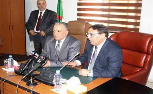 استلام بدة محجوب مهمامه على رأس وزارة العلاقات مع البرلمان خلفا للسيد الطاهر خاوة