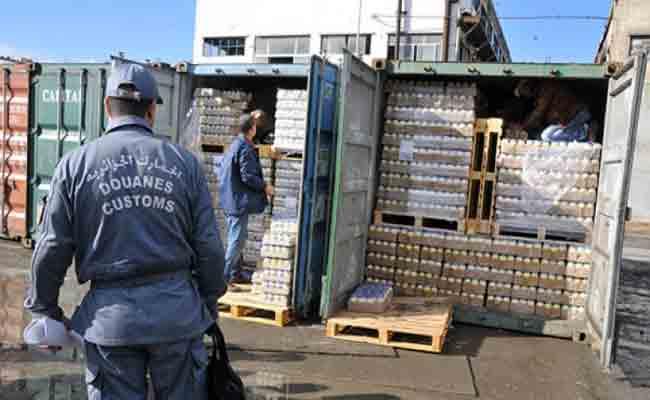 مصالح جمارك سكيكدة تحجز مواد غذائية ممنوعة من الاستيراد و 5 سيارات مزورة