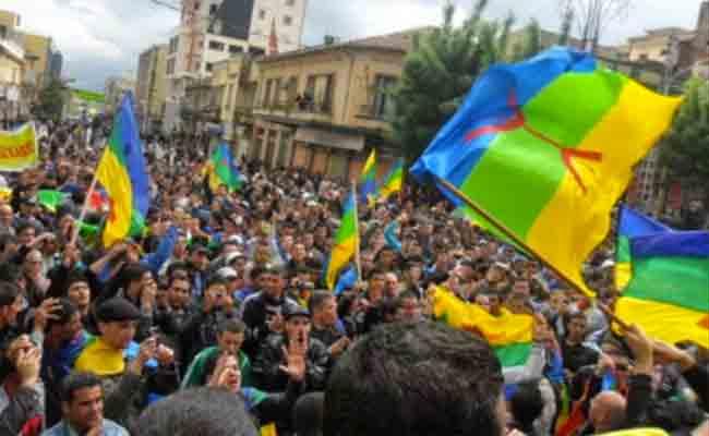 العشرات من طلبة جامعة عبد الرحمن ميرة ببجاية ينظمون مسيرة سلمية احتفالا بالربيع الأمازيغي