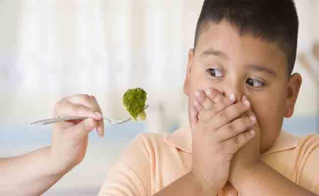 كيف يمكن للأهل مساعدة أطفالهم للتخلّص من السمنة؟