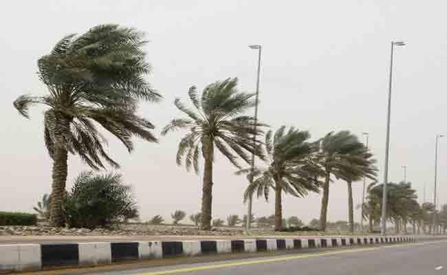 تحذيرات للمواطنين من هبوب رياح قوية على المناطق الساحلية للوطن