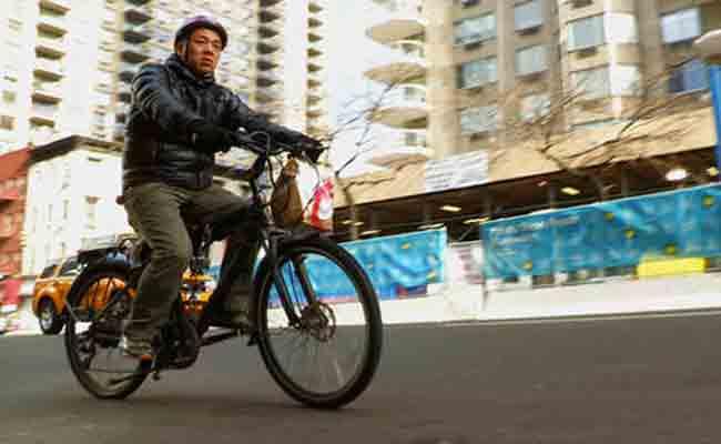 ركوب الدراجات الكهربائية في شوارع نيويورك هو الآن قانوني