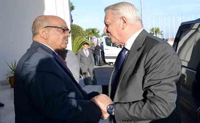 وزير الشؤون الخارجية الروماني  يحط الرحال بالجزائر في زيارة رسمية تدوم يومين
