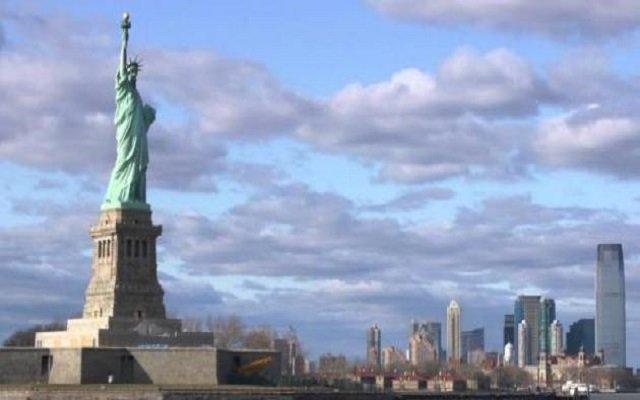 لهذا السبب إمرأة تسلقت تمثال الحرية