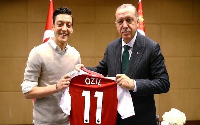 أردوغان يساند أوزيل في قضية العنصرية التي تلقاها بألمانيا
