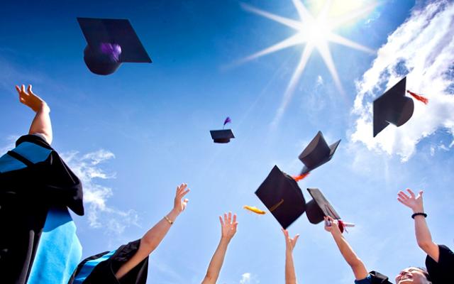 1600 منحة جامعية للدراسة في الخارج