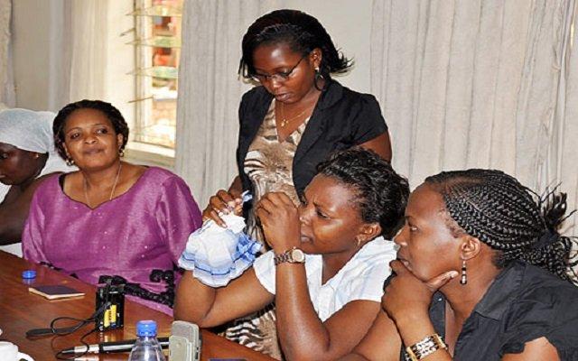 أوغنديات يفرضن المال على أزواجهن لقاء المعاشرة