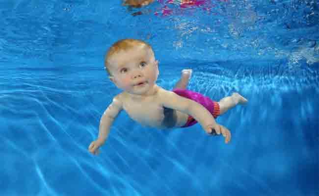 كيف تحمين طفلك قبل السباحة؟