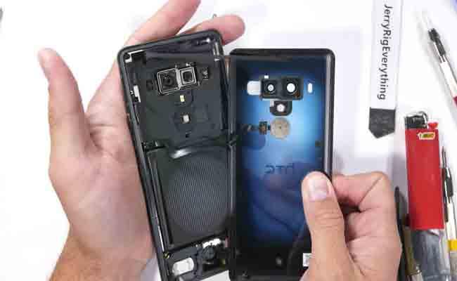 HTC U12+ : تصميم أنيق لكن غير متين