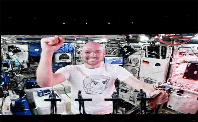 حينما يعزف رائد فضاء مع فريق موسيقي على المباشر من محطة الفضاء الدولية
