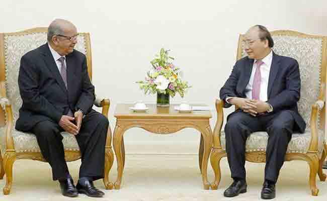 مساهل يسلم رسالة من رئيس الجمهورية إلى نظيره الفيتنامي