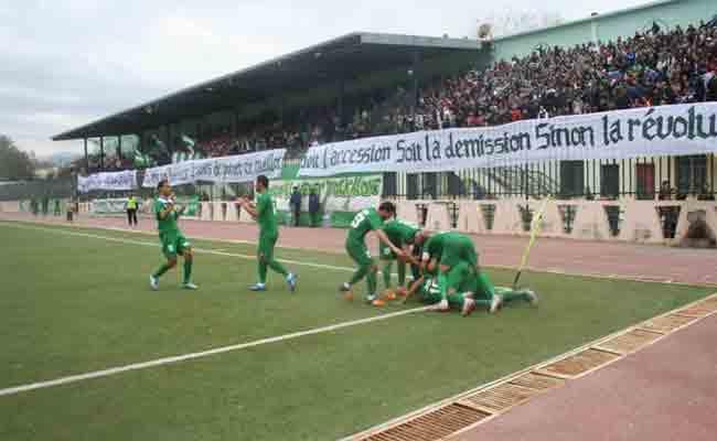 الفرق الجزائري غارقة في الديون